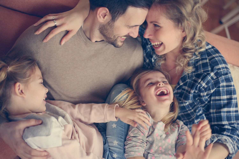 Eine glückliche Familie. Thema: Kinderglück
